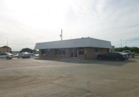 400 E. Commerce,Brownwood,Texas 76801,Commercial,Formerly Bruner Used Cars,E. Commerce,1010